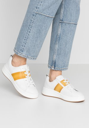 LACE-UP - Sneakers laag - white/saffron