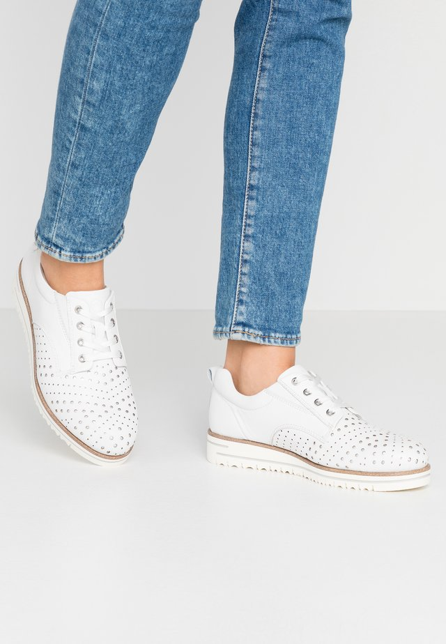 WOMS LACE-UP - Casual snøresko - white/punch
