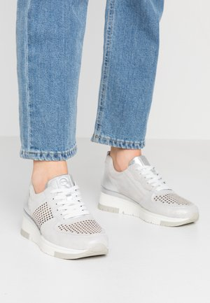LACE UP - Sneakers basse - silver/punch