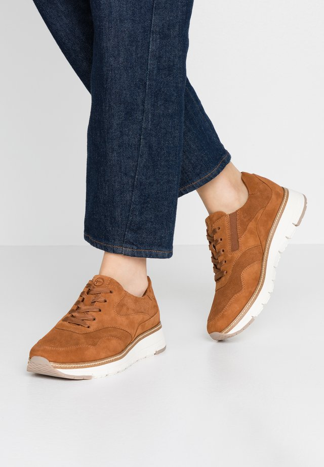 LACE-UP - Sneaker low - nut