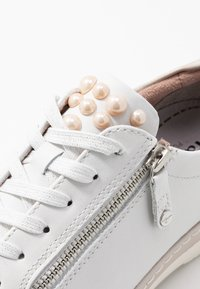 Tamaris Pure Relax - LACE-UP - Tenisky - white/champagne - 2