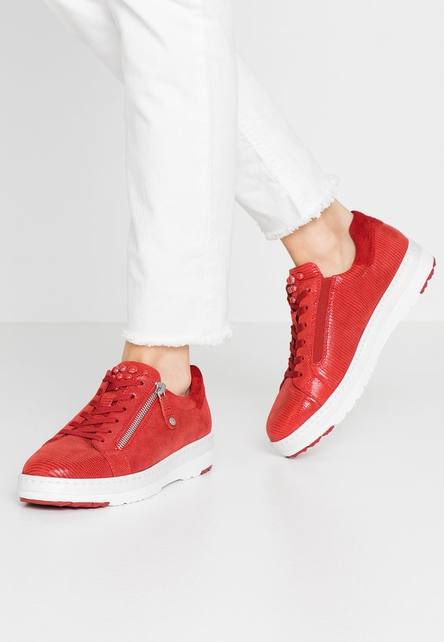 LACE-UP - Sneakers - chili