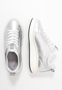 Tamaris Pure Relax - LACE-UP - Tenisky - silver/white - 3