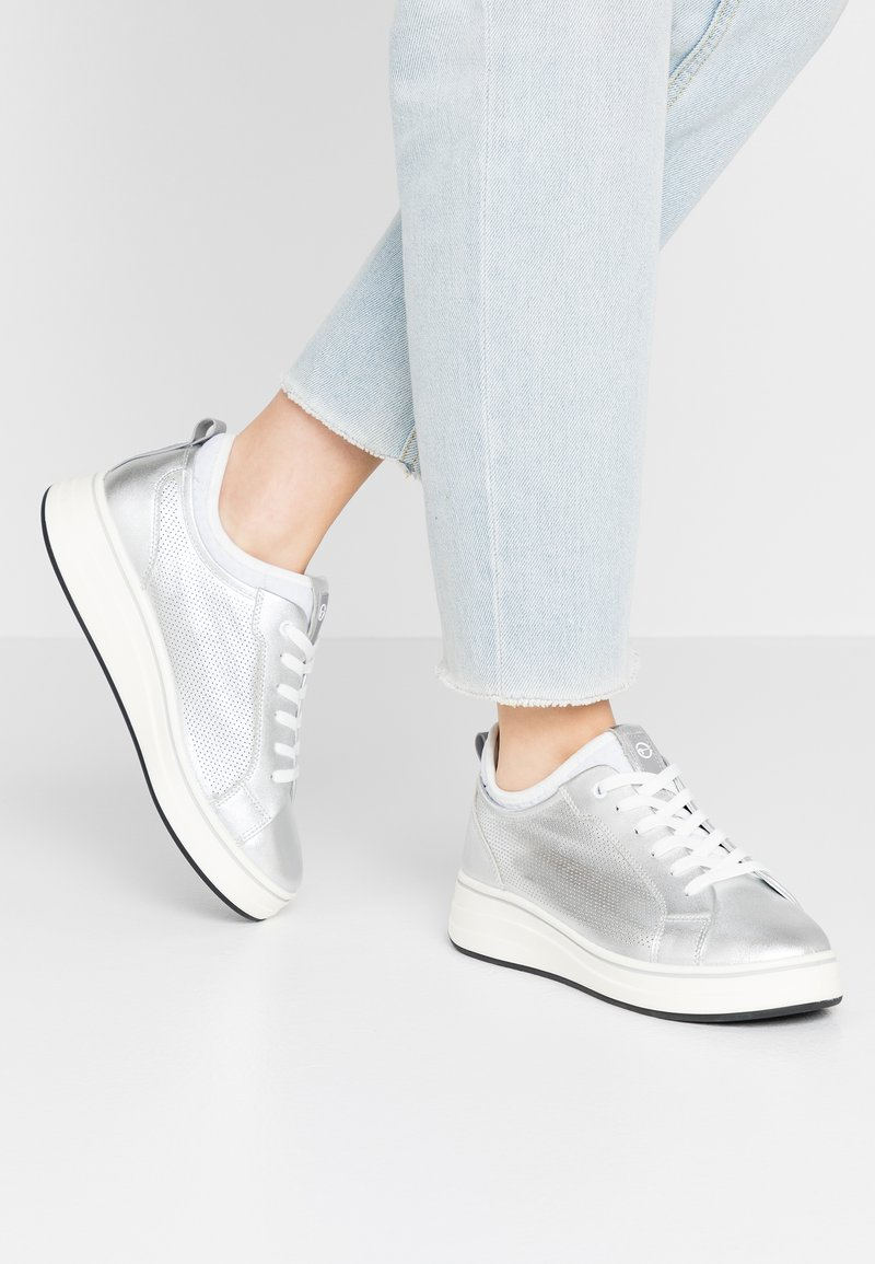Tamaris Pure Relax - LACE-UP - Tenisky - silver/white
