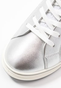 Tamaris Pure Relax - LACE-UP - Tenisky - silver/white - 2