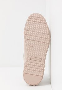 Tamaris Pure Relax - LACE-UP - Tenisky - rose - 6