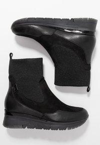 Tamaris Pure Relax - Kotníkové boty na klínu - black - 3