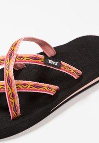 Teva - OLOWAHU - Sandály s odděleným palcem - sari ribbon apricot - 5