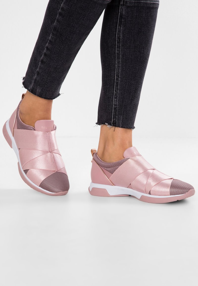 Ted Baker - QUEANEM - Slip-ons - light pink