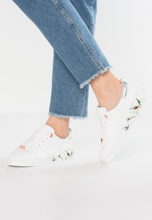 ROULLY - Trainers - white fortune
