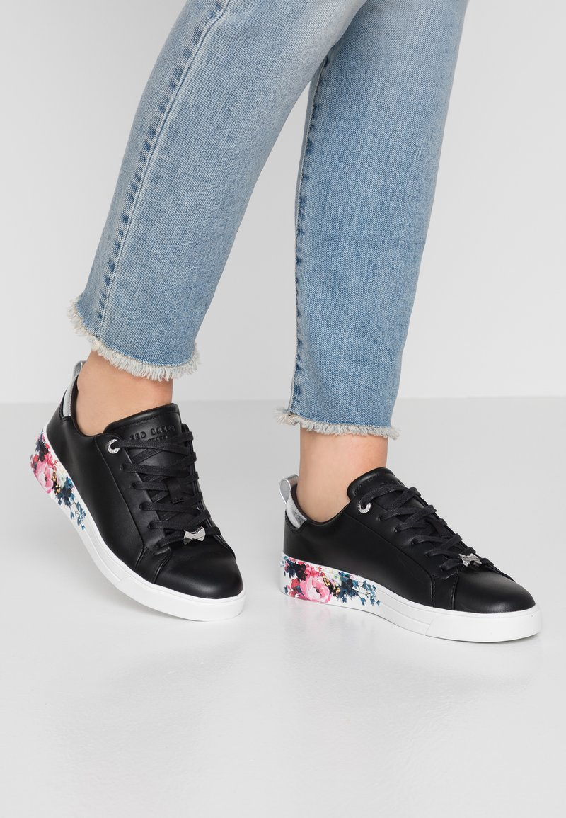 Ted Baker - ROULLY - Sneaker low - raspberry/black