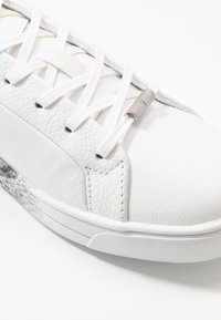 Ted Baker - RELINA - Sneakers laag - white - 2