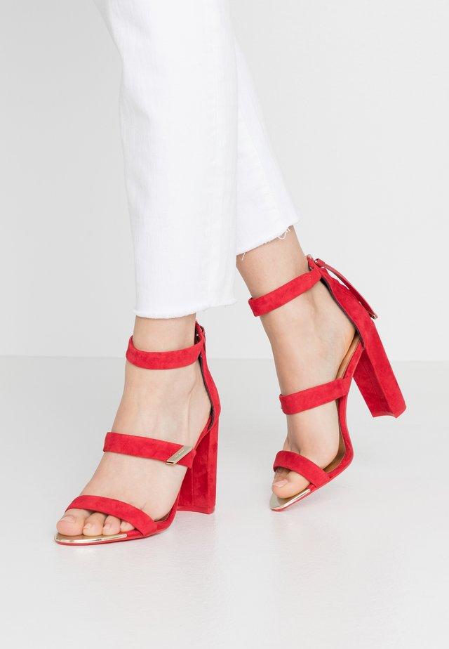 ALINRA - Sandály na vysokém podpatku - red