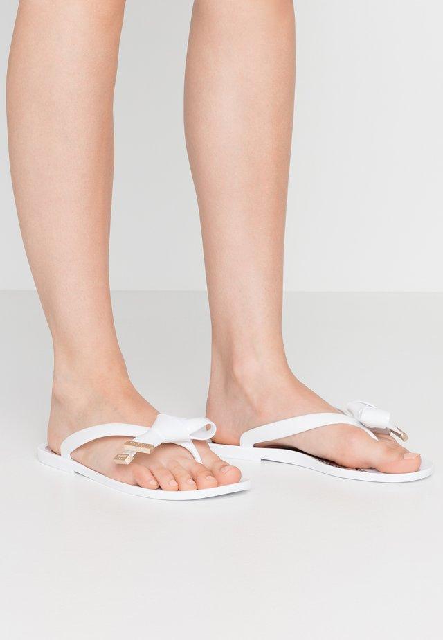 LUZZIS - Sandaler m/ tåsplit - white