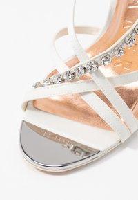 Ted Baker - THEANAI - Sandaler med høye hæler - ivory - 2