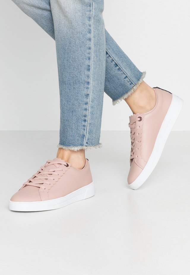 TILLYS - Trainers - nude/pink