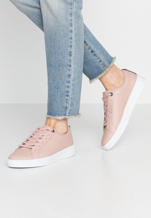 TILLYS - Sneakers laag - nude/pink