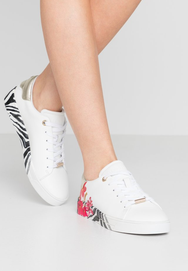 LENNES - Sneakers laag - ivory