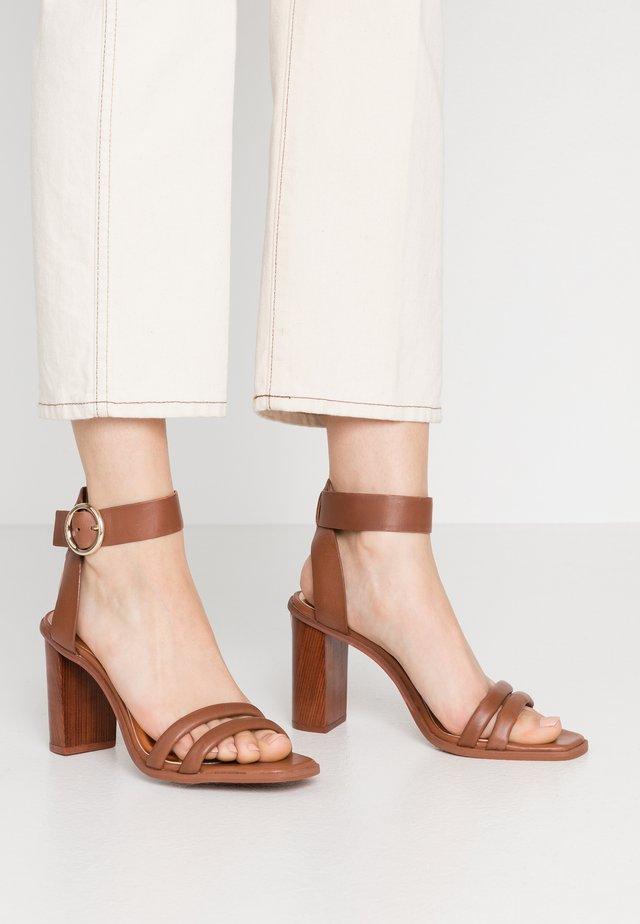 ELASANA - Sandalen met hoge hak - tan