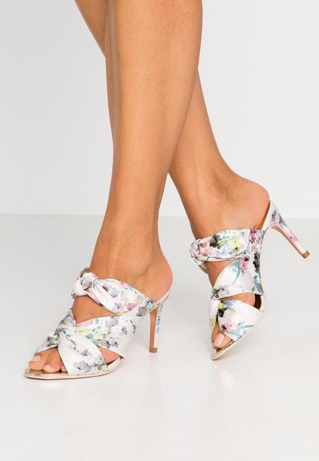 SERANAP - Pantofle na podpatku - ivory