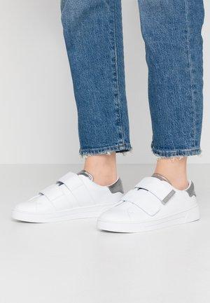 VENI - Matalavartiset tennarit - white