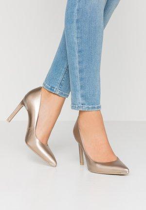 MELNIMA - Zapatos altos - gold