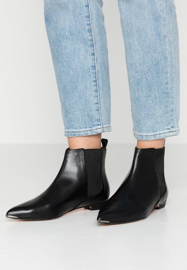 CHISELE - Korte laarzen - black