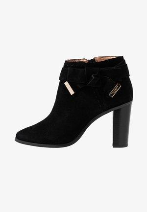 ANAEDI - Ankelboots med høye hæler - black