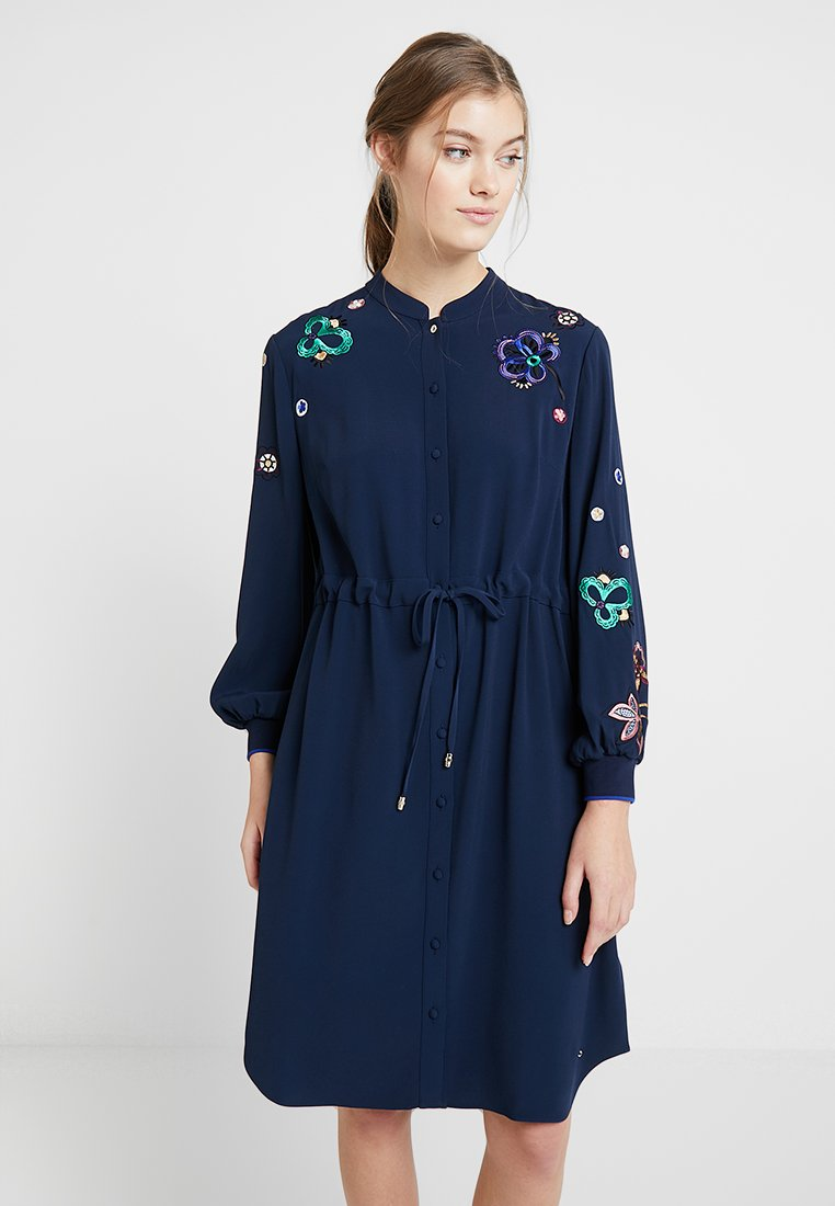 Ted Baker - DIOSS EMBROIDERED DRESS - Blusenkleid - navy