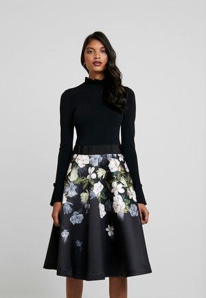NERIDA - Korte jurk - black