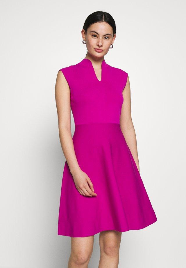 LLILIEE - Sukienka dzianinowa - pink