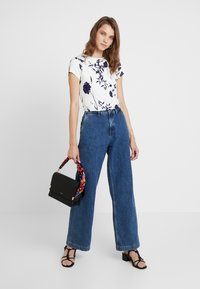 Ted Baker - MILIYY - T-shirts med print - white - 1