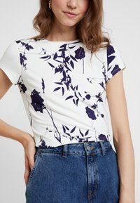 Ted Baker - MILIYY - T-shirts med print - white - 5