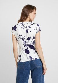 Ted Baker - MILIYY - T-shirts med print - white - 2
