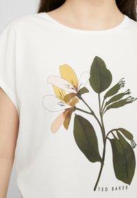 Ted Baker - VINSANA - Print T-shirt - white - 5