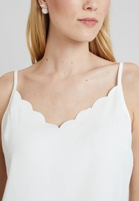 Ted Baker - SIINA SCALLOP NECKLINE CAMI TOP - Topper - ivory - 4