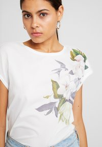 Ted Baker - SELLIE - T-shirts print - white - 3