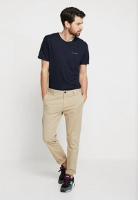 Ted Baker - ROOMA - Print T-shirt - navy - 1