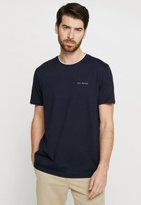 Ted Baker - ROOMA - Print T-shirt - navy - 0