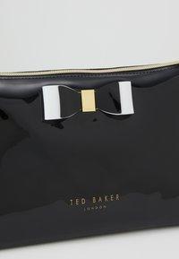Ted Baker - VANITEE - Wash bag - black - 2