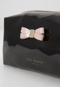 Ted Baker - EULALI - Toilettas - black - 2