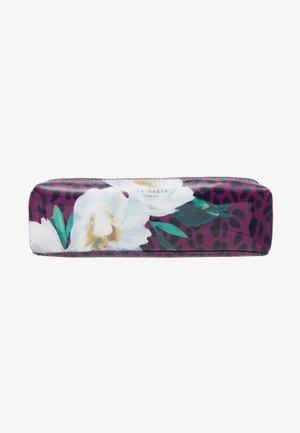 AGATHEA - Trousse de toilette - deep pink