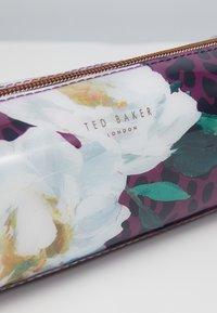 Ted Baker - AGATHEA - Kosmetiktasche - deep pink - 2
