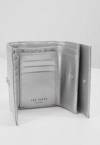 Ted Baker - MOILY - Peněženka - silver - 4