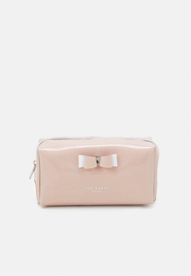 HALSEY BOW MAKEUP BAG - Wash bag - dusky pink