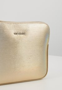 Ted Baker - LAURIIE - Sac bandoulière - gold - 6