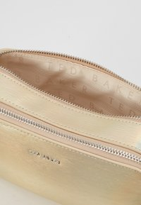Ted Baker - LAURIIE - Sac bandoulière - gold - 4
