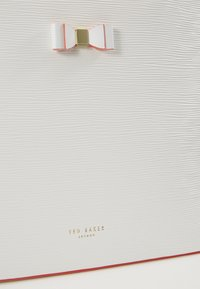 Ted Baker - DEANNAH SET - Handtas - ivory - 3