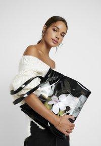 Ted Baker - RUMACON - Shopping bag - black - 1