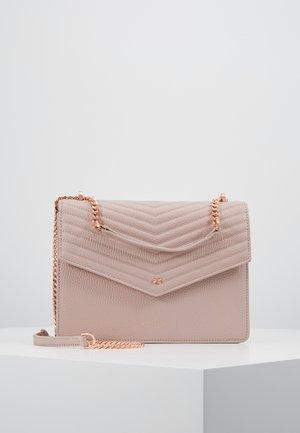 KALILA - Olkalaukku - pink